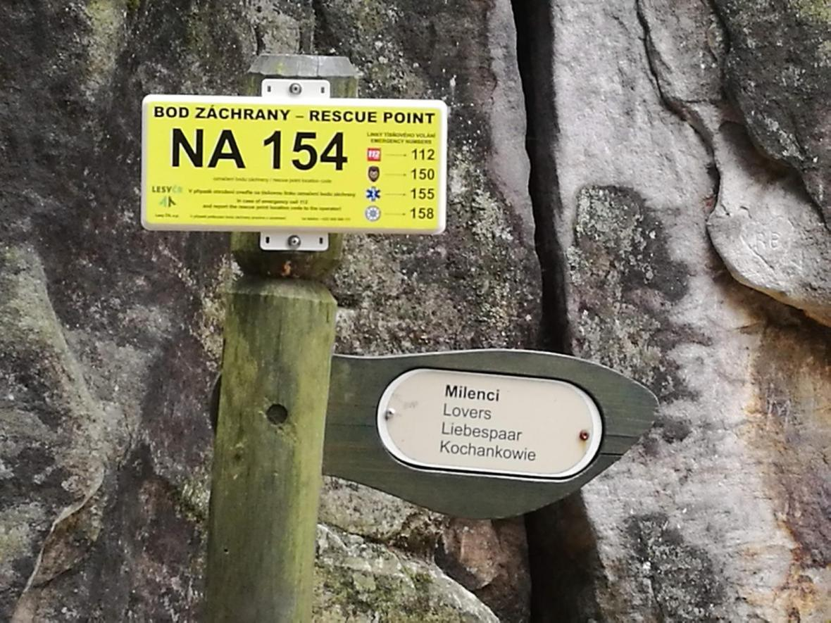 """""""21. srpen FŮJ"""". Ve skalách na Náchodsku někdo obnovil nápis proti okupaci"""