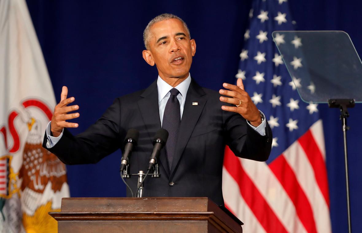 Barack Obama během projevu na Illinoiské univerzitě