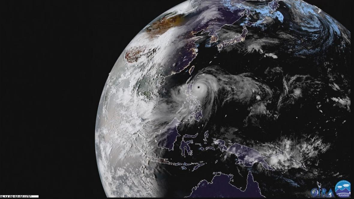 Tajfun Mangkhut z družice