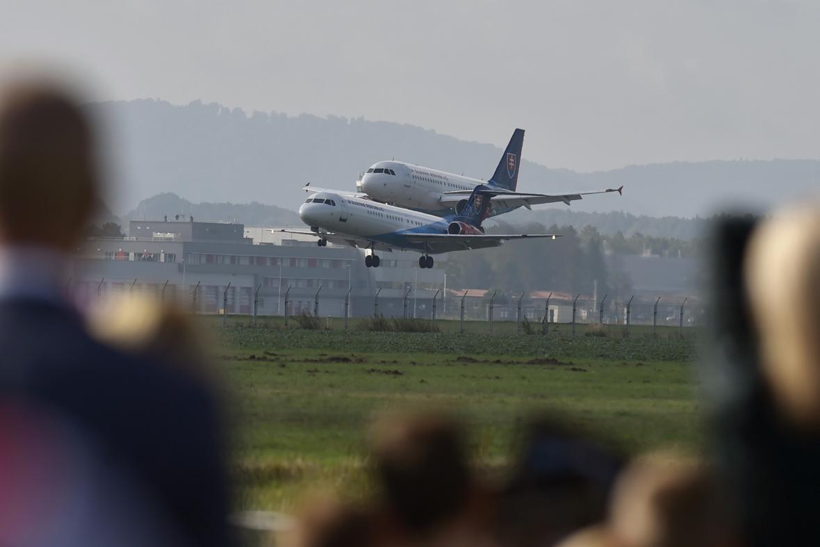 Na snímku je sobotní ukázka nízkého průletu letounů z Leteckého útvaru Ministerstva vnitra Slovenské republiky.