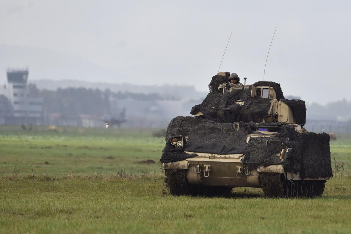 Americké bojové vozidlo pěchoty M2 Bradley