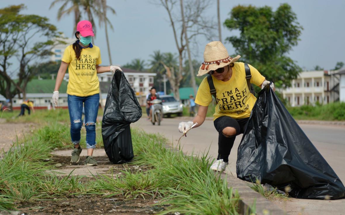 Lidé po celém světe uklízeli odpadky. I ve Vientiane, hlavním městě Laosu