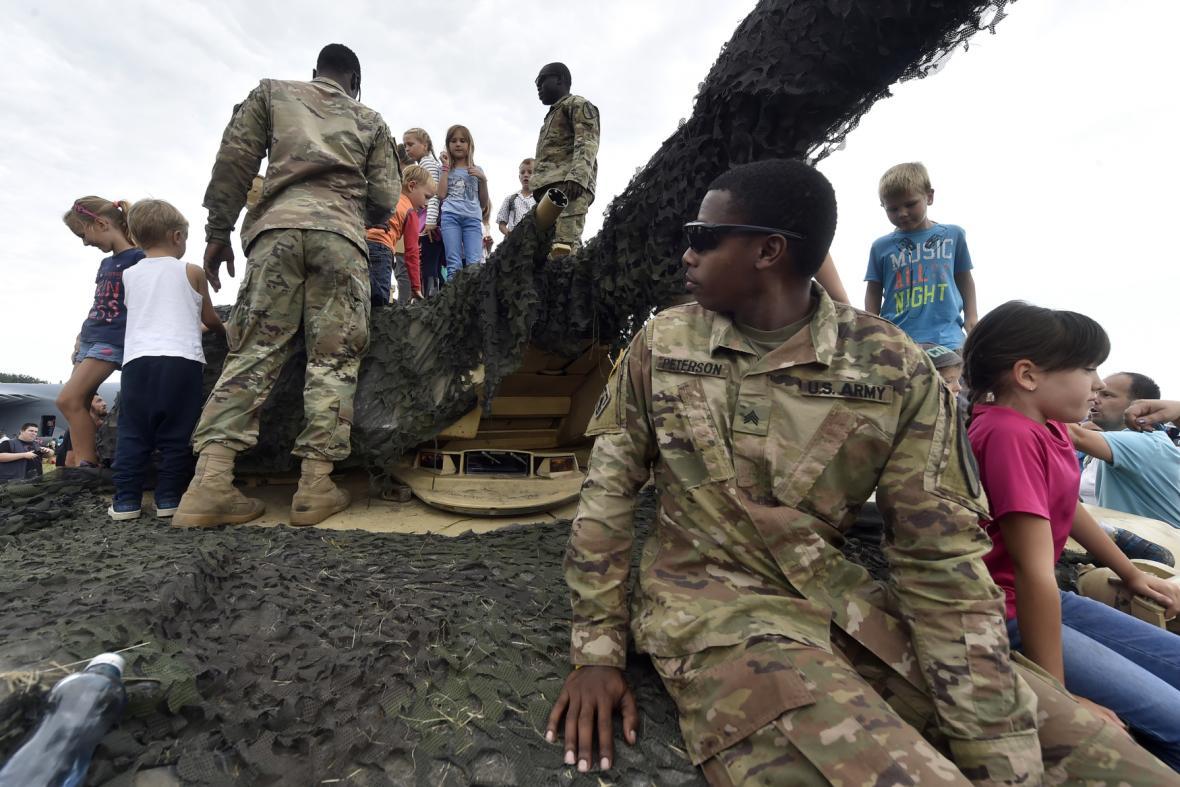 Pozornost dětí přitahoval americký tank M1 Abrams.
