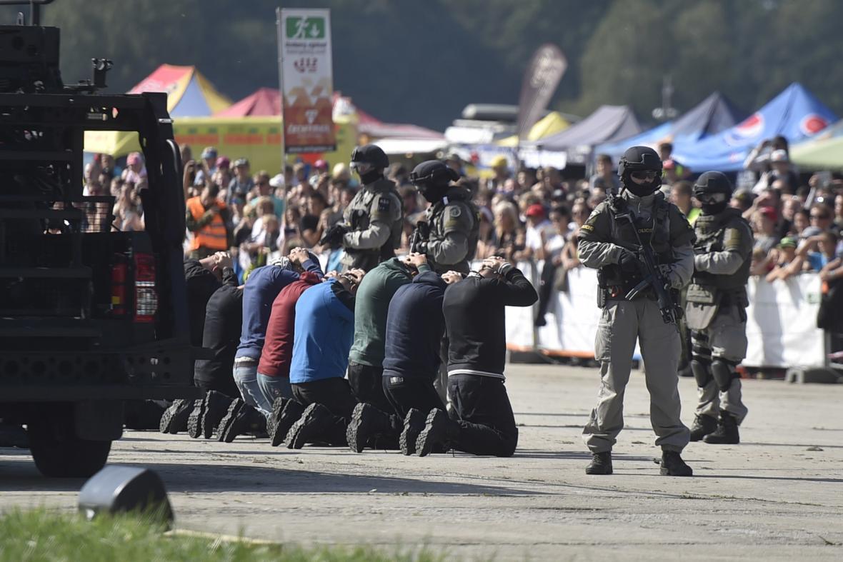 Ukázka osvobození rukojmích.