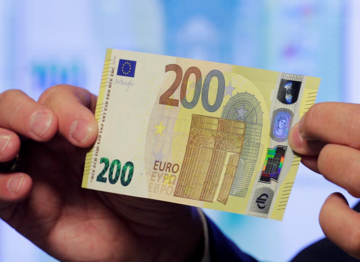 Nové bankovky v hodnotě 100 a 200 euro