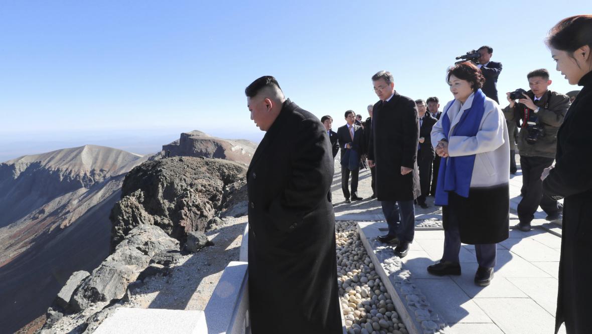 "Kim Čong-un a Mun Če-in vystoupili na ""posvátnou"" horu Pektu"