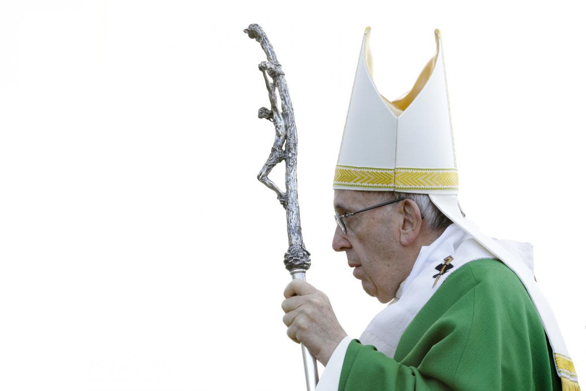 Papežovy mše v Kaunasu se účastnilo 100 tisíc lidí