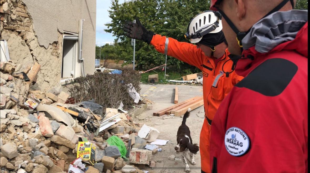 Výbuchem poničený dům v Mostkovicích na Prostějovsku