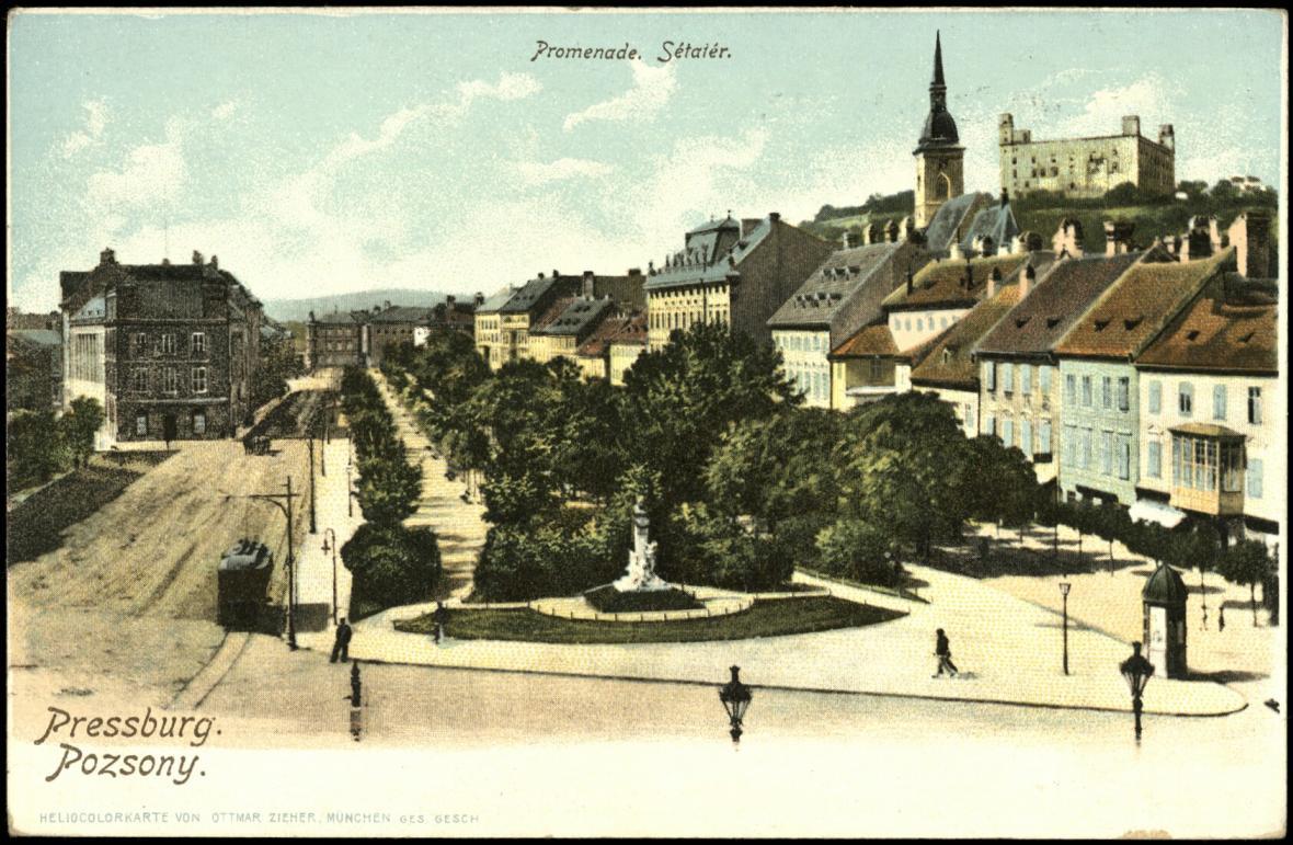 Pohlednice udává německý i maďarský název města Pressburg/Poszony