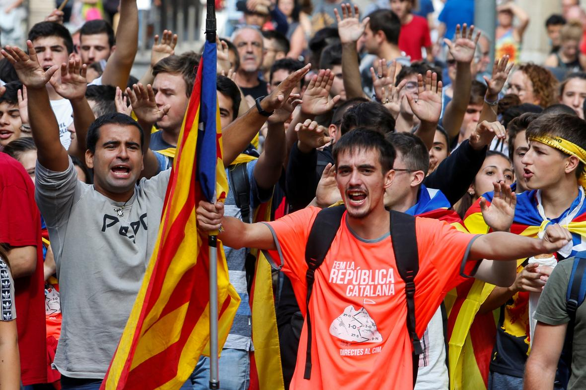 Katalánci si připomínají rok od referenda o nezávislosti