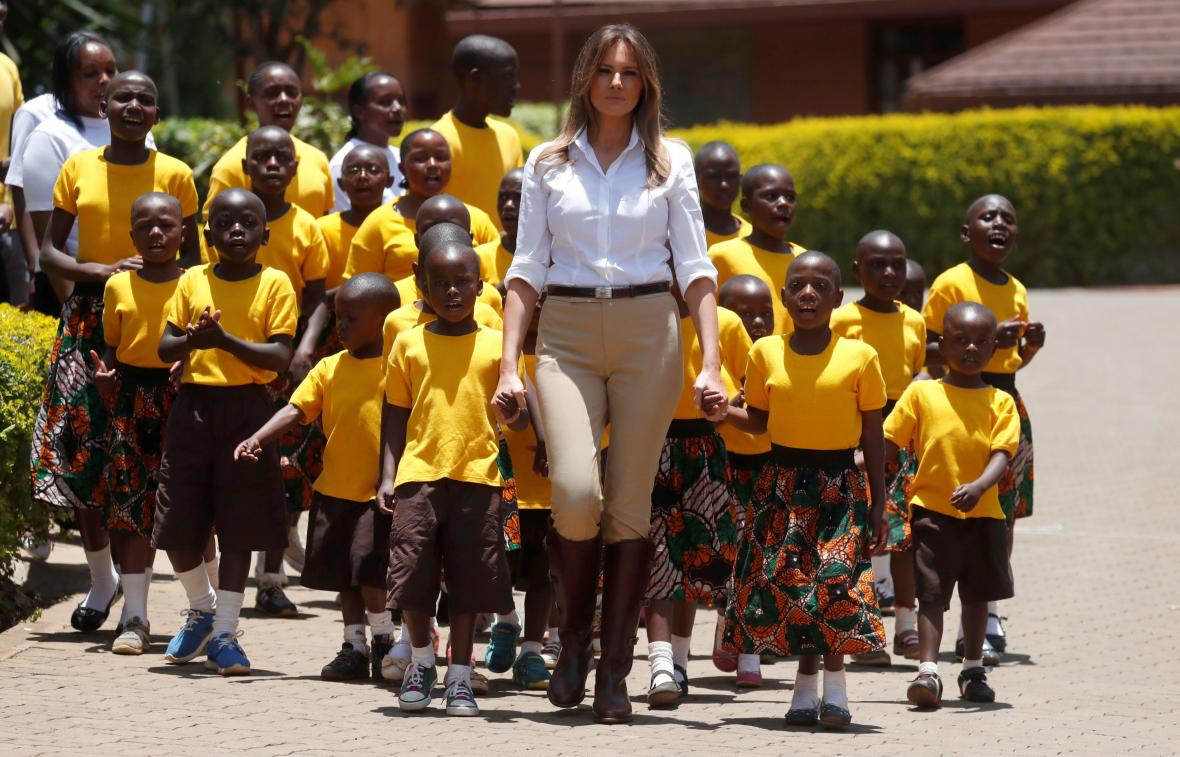 Trupová během návštěvy dětského domova v Nairobi