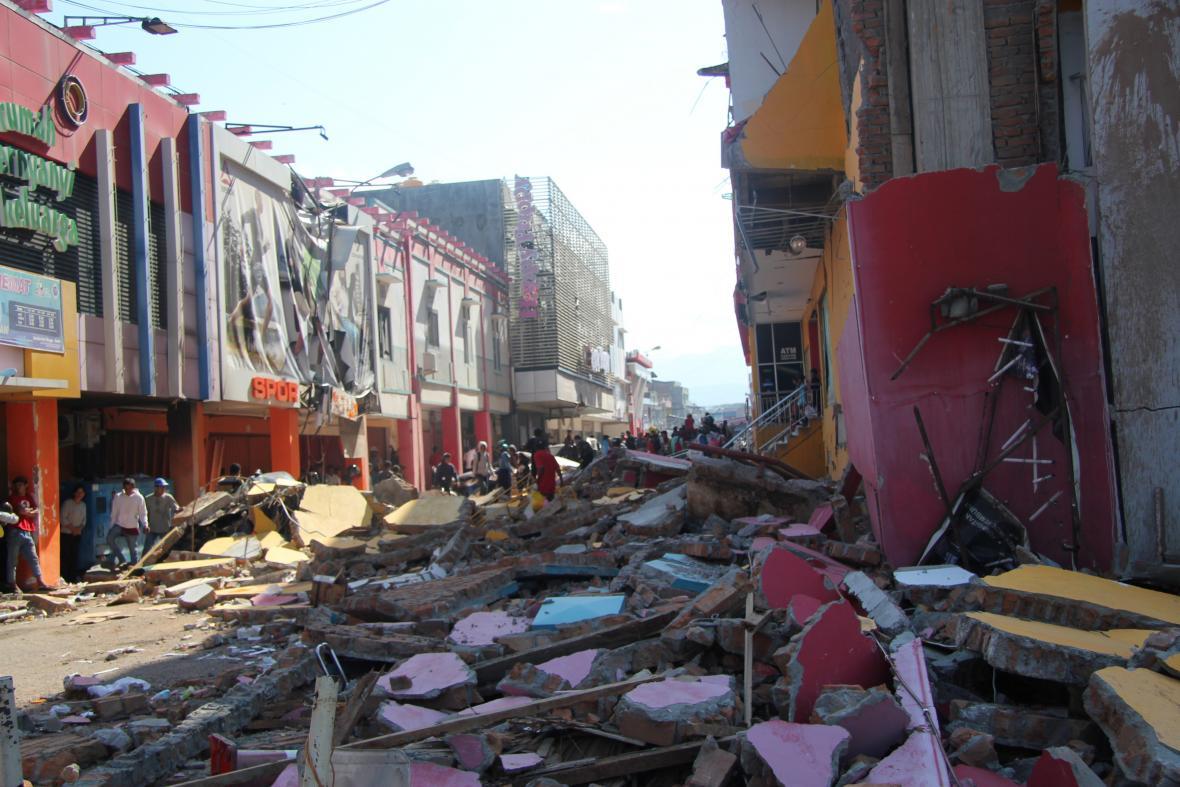 Zkáza v Indonésii po zemětřesení