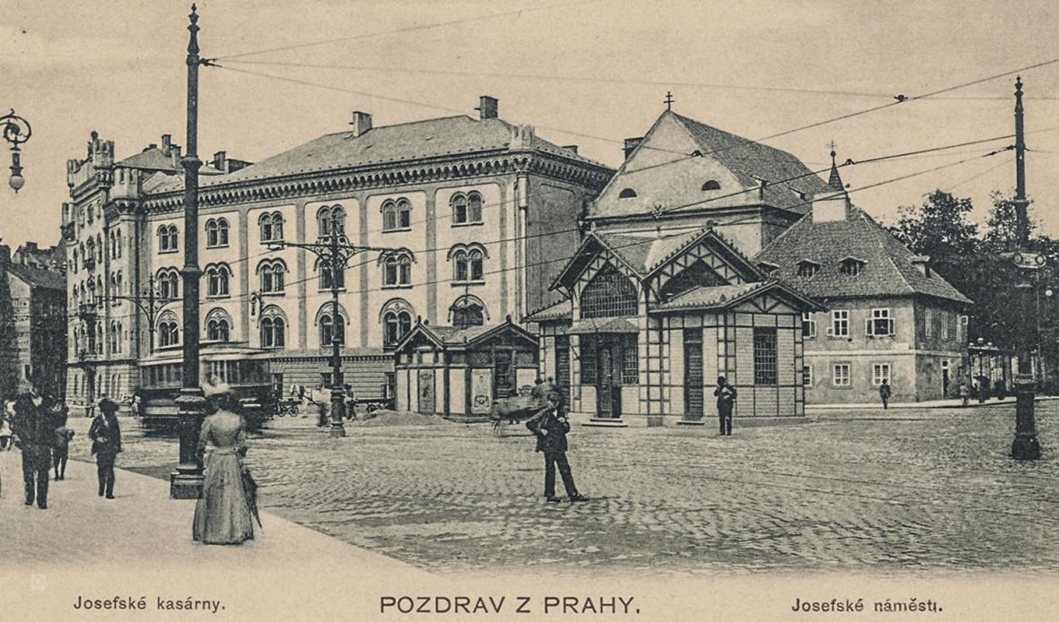 Náměstí Republiky a Palladium v Praze kolem roku 1918 a dnes