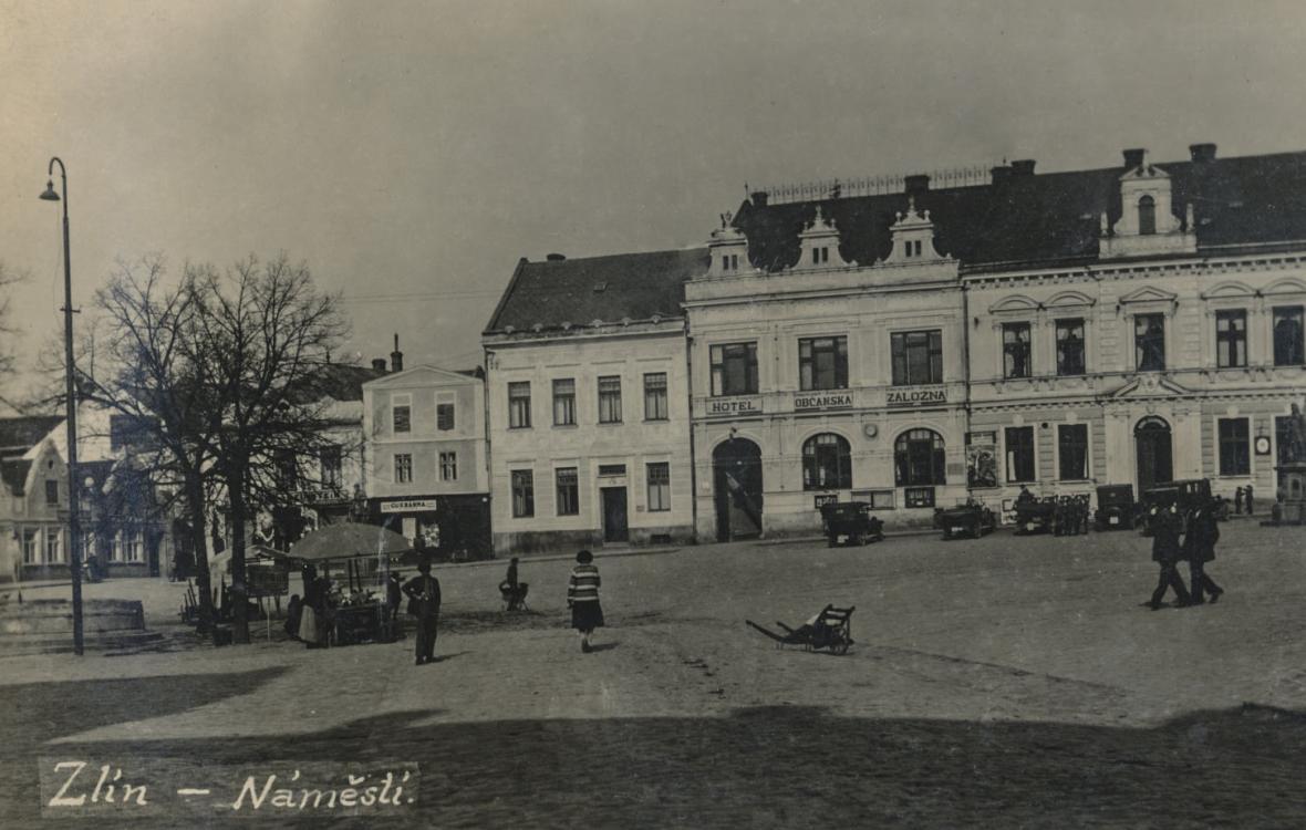 Náměstí Míru ve Zlíně kolem roku 1920 a dnes