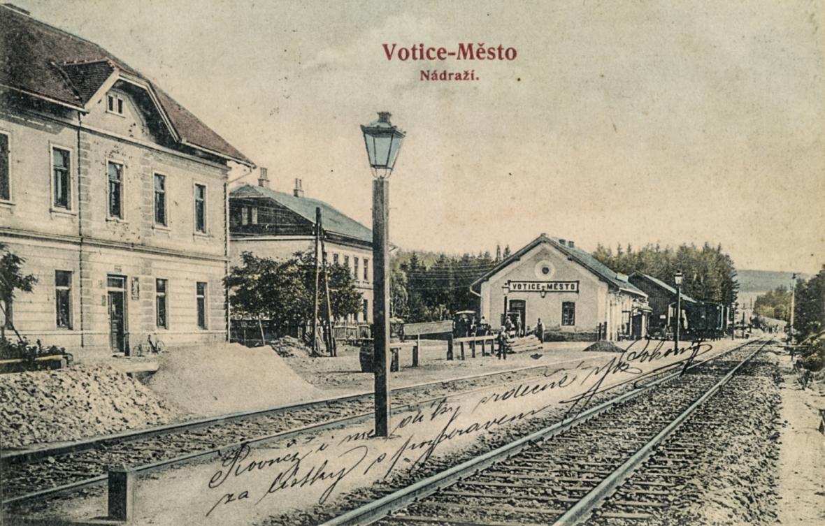 Nádraží ve Voticích před rokem 1918 a dnes