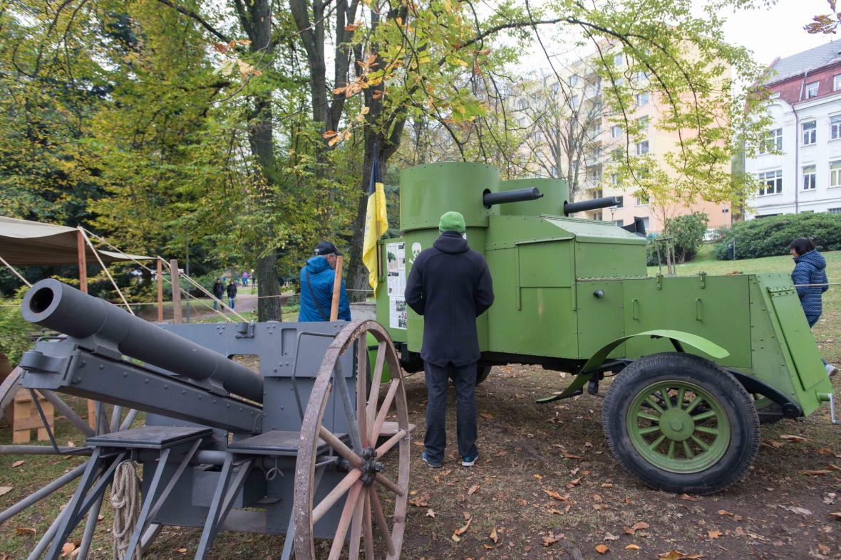 Historická vojenská technika na oslavách ukončení války a výročí 100 let ČSR v Jablonci nad Nisou
