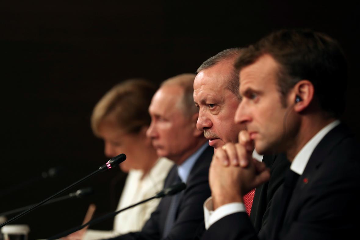 Lídři Turecka, Ruska, Francie a Německa se setkali na istanbulském summitu o Sýrii