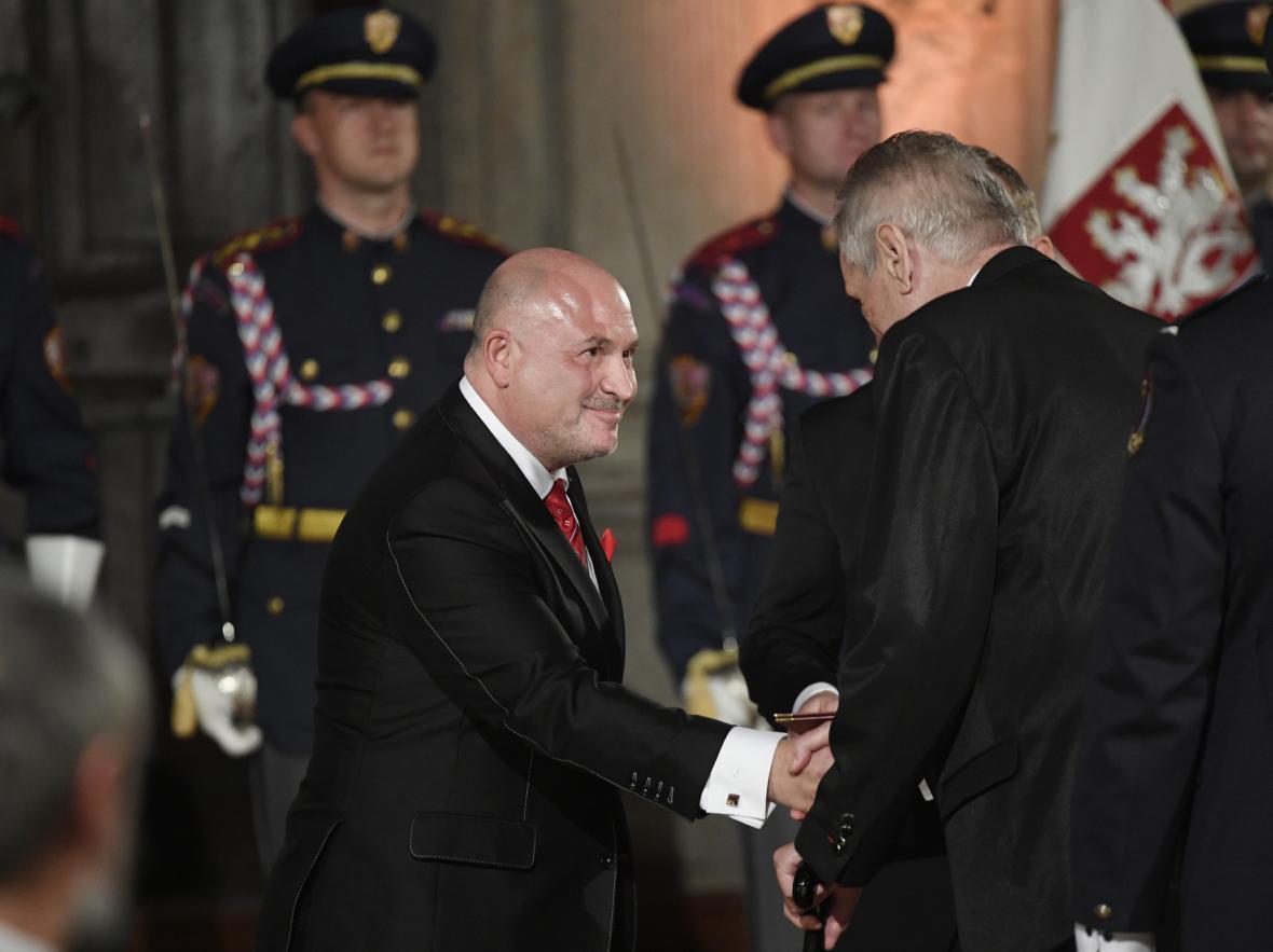Prezident Zeman ocenil také hudebníka Michala Davida