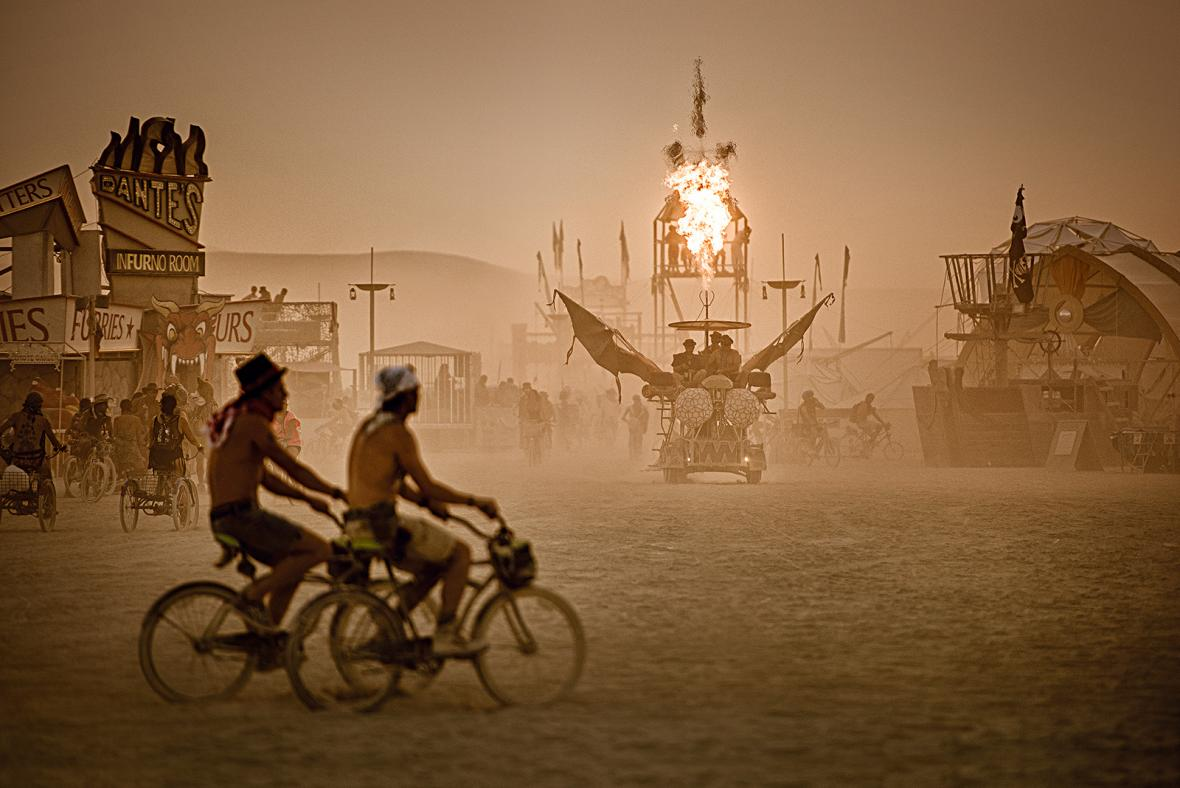 Nominace na vítěznou sérii Czech Press Photo 2018 (Životní styl): Dust&Light the Burning Man Collection