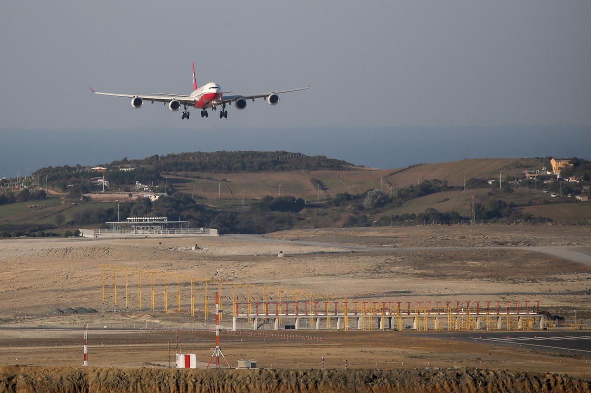 Turecko slaví 95 let otevřením letiště, které bude po dokončení největším na světě