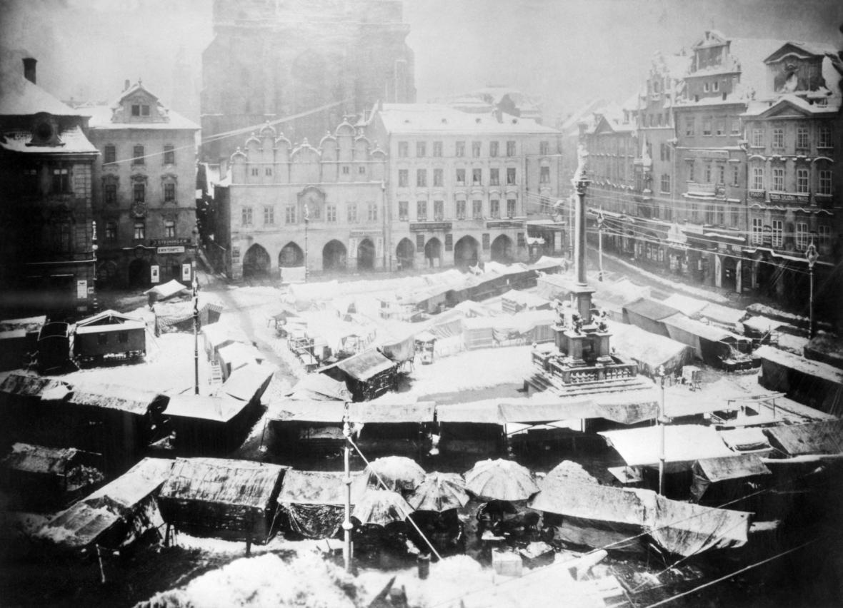 Mariánský sloup na Staroměstském náměstí v Praze