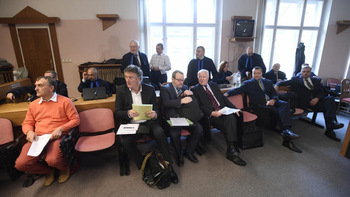 Bývalí manažeři MUS, zleva Antonín Koláček, Jiří Diviš, Petr Kraus a Marek Čmejla (pátý zleva)