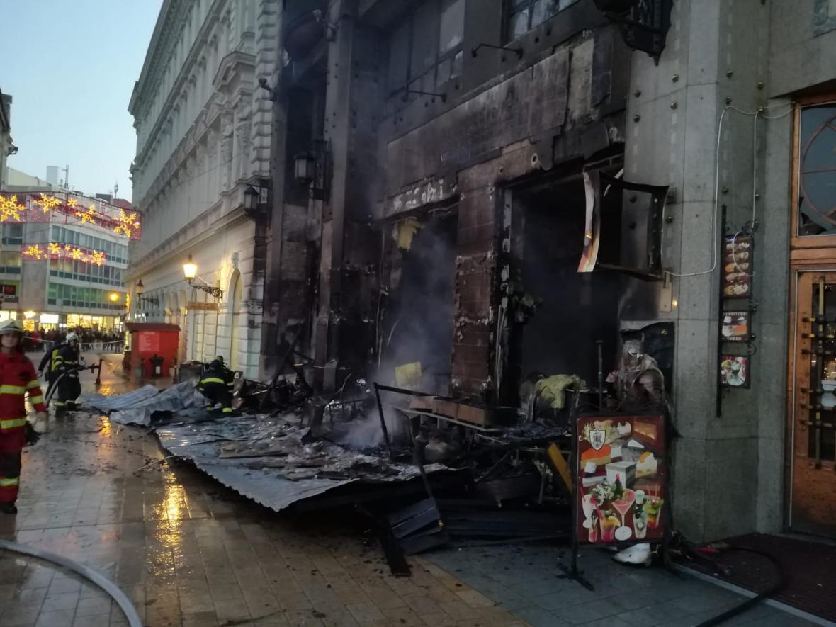 V Bratislavě hořely vánoční trhy