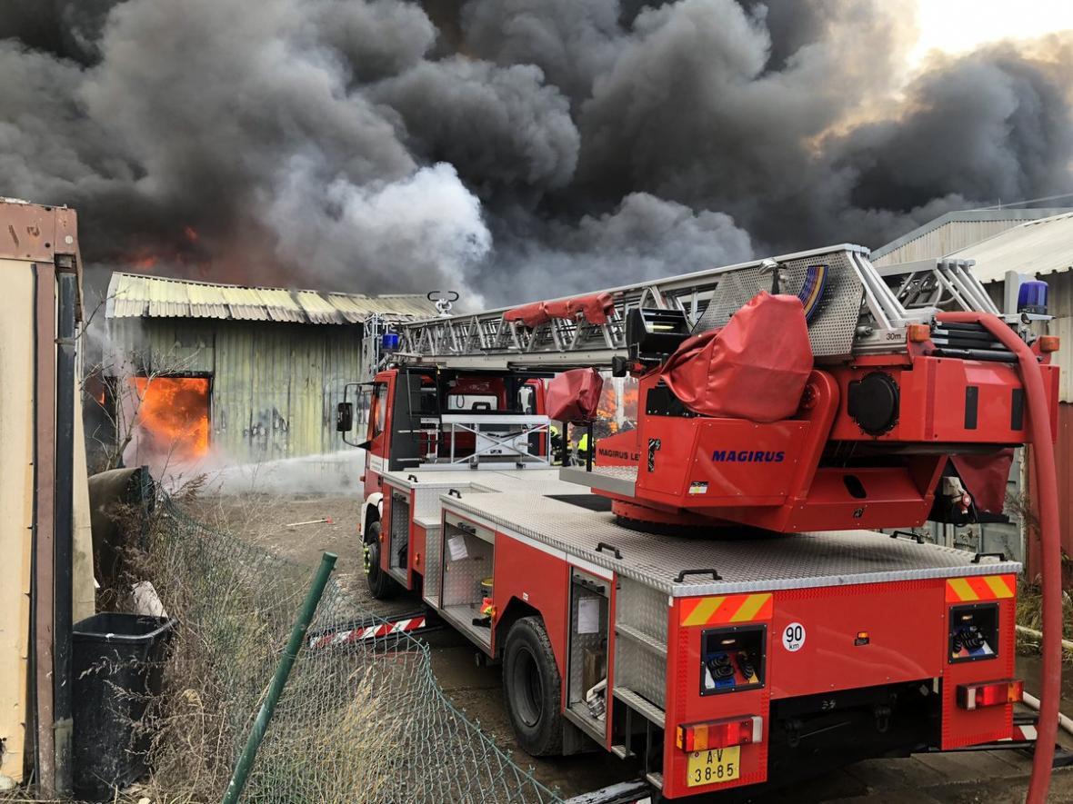 Požár haly v pražské Písnici