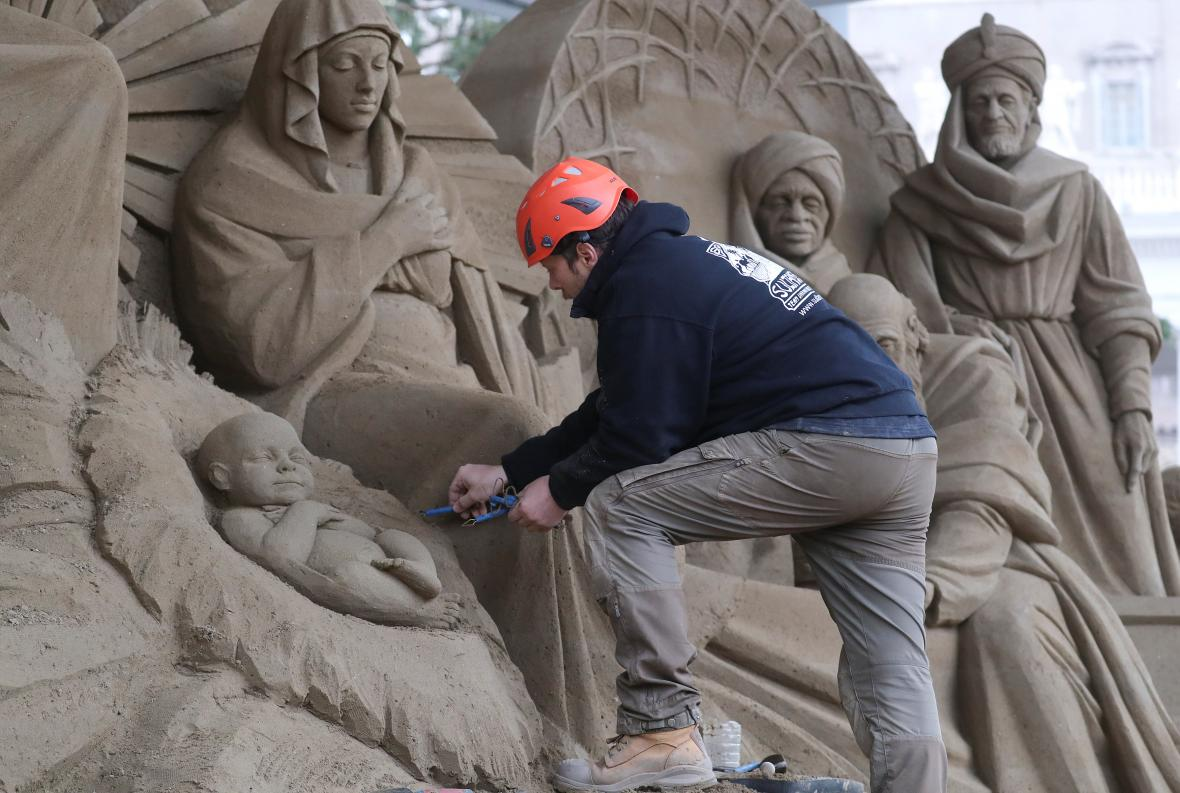Vatikánský betlém z písku
