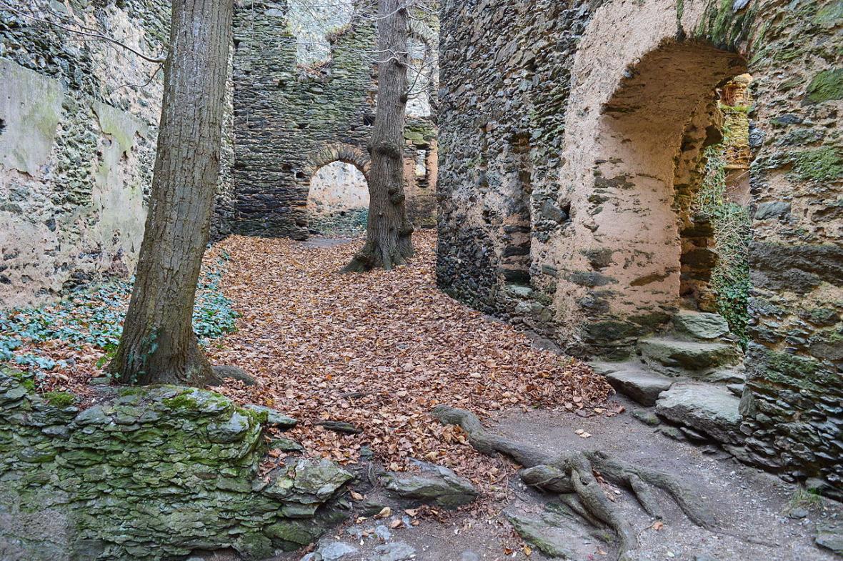 Opuštěný mlýn po původních německých obyvatelích vyhnaných v roce 1945 v rámci poválečného divokého odsunu
