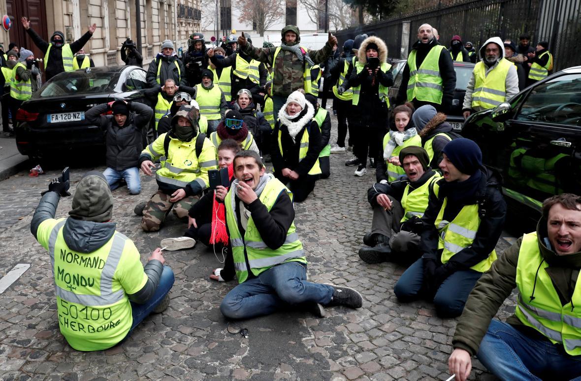 Protest žlutých vest v Paříži