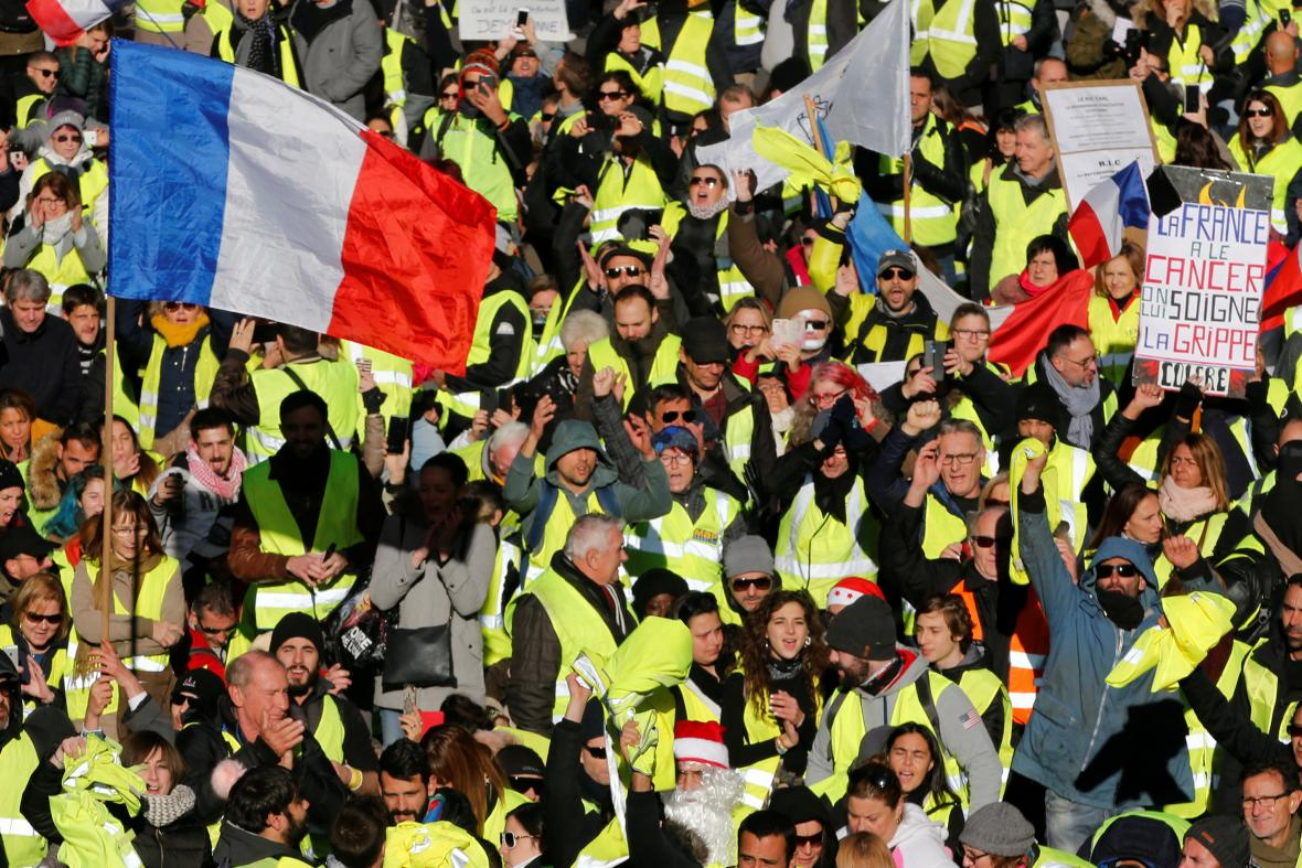 Protest hnutí žlutých vest v Paříži