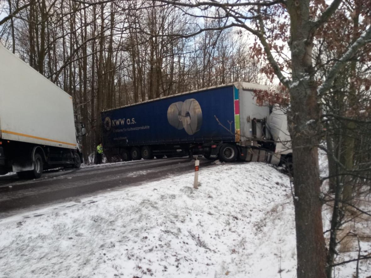 Nehoda kamionu na I/35 u Holic