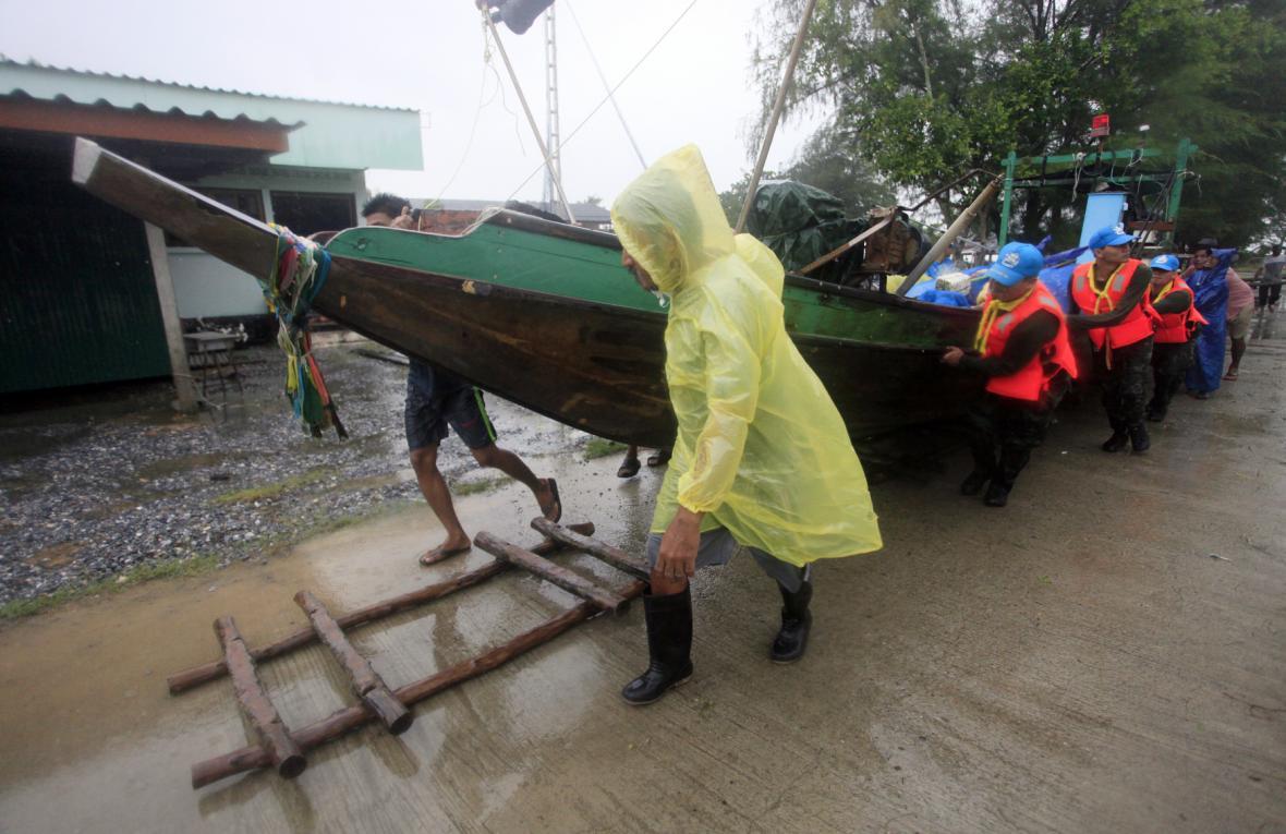 Bouře Pabuk zasáhla thajské pobřeží