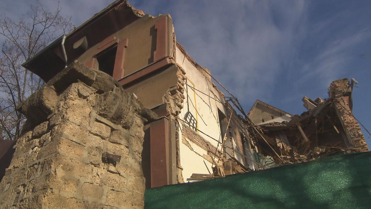 Rozbořená vila z chráněné kolonie na Vinohradech