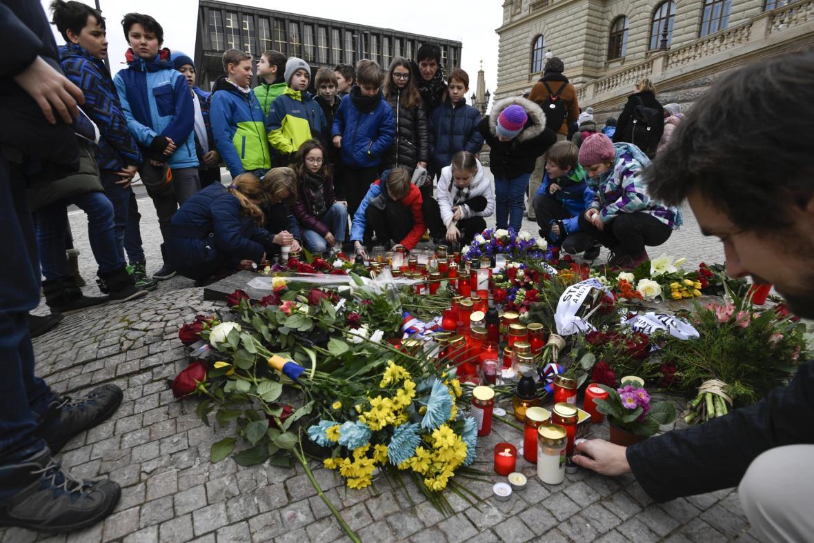 Žáci ZŠ Palachova v Ústí nad Labem si 16. ledna 2019 připomněli 50. výročí upálení Jana Palacha.