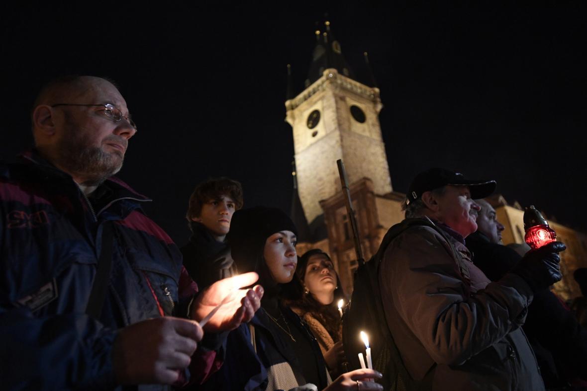 Tichá vzpomínka na Jana Palacha na Staroměstském náměstí