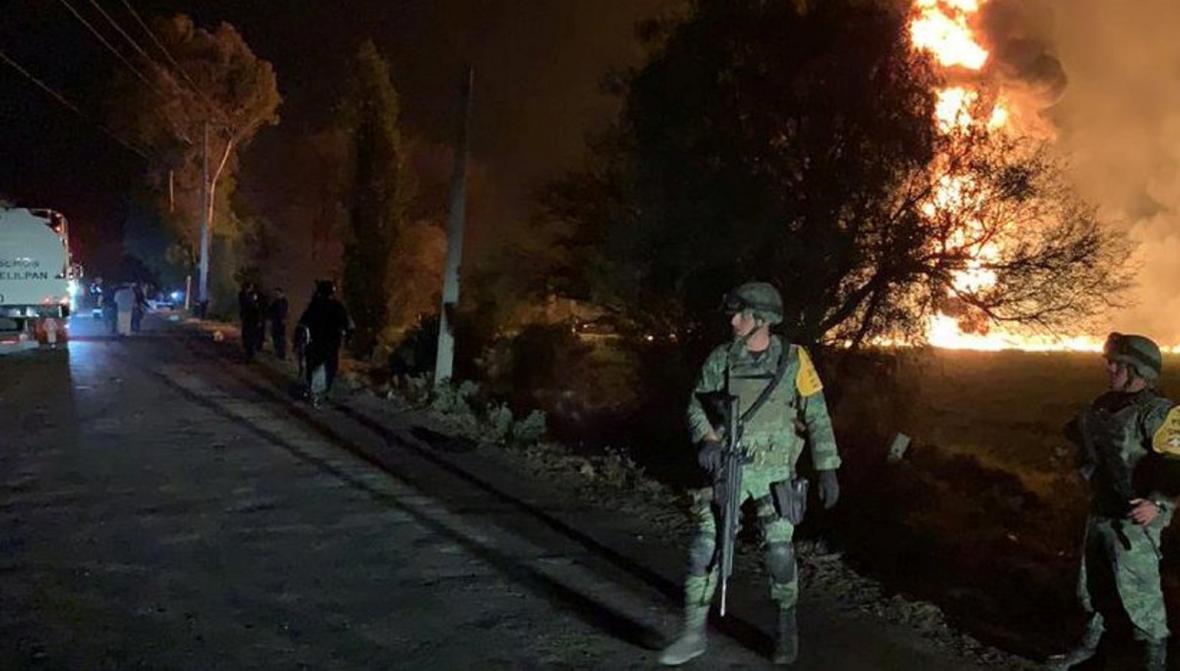 Výbuch palivového potrubí v Mexiku zabil desítky lidí