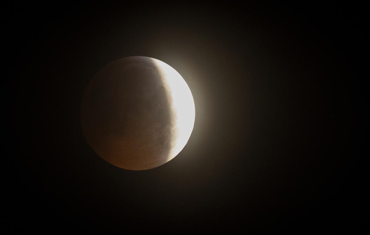 Zatmění Měsíce nad Liverpoolem