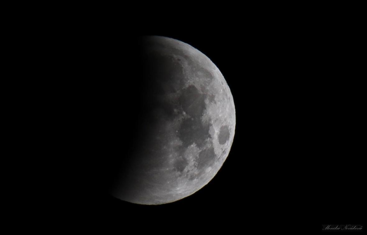 Zatmění Měsíce od Moniky Novákové