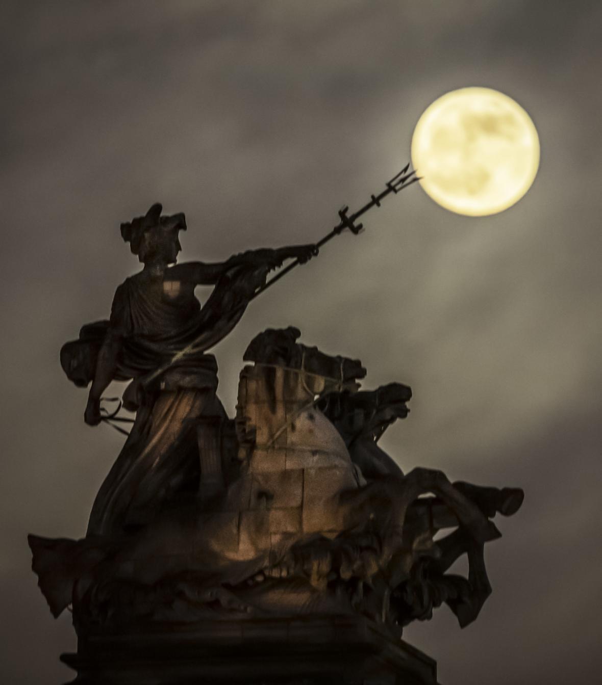Zatmění Měsíce nad Anglií
