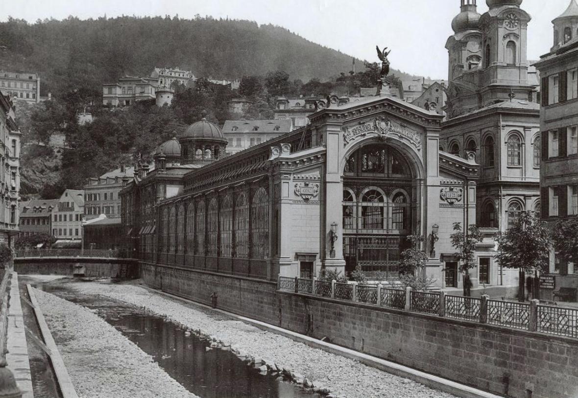 Vřídelní kolonáda v Karlových Varech - srovnávací dvojice