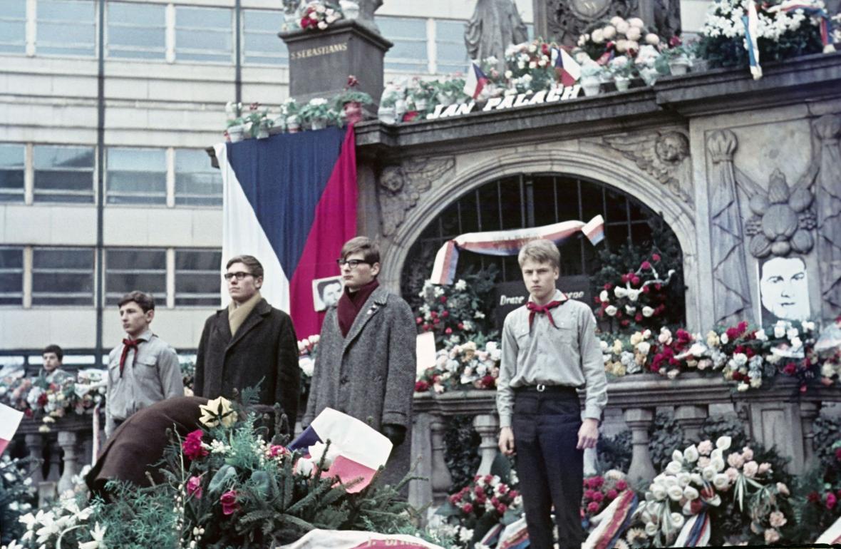 Unikátní fotografie zachycují brněnskou tryznu za Palacha v barvách