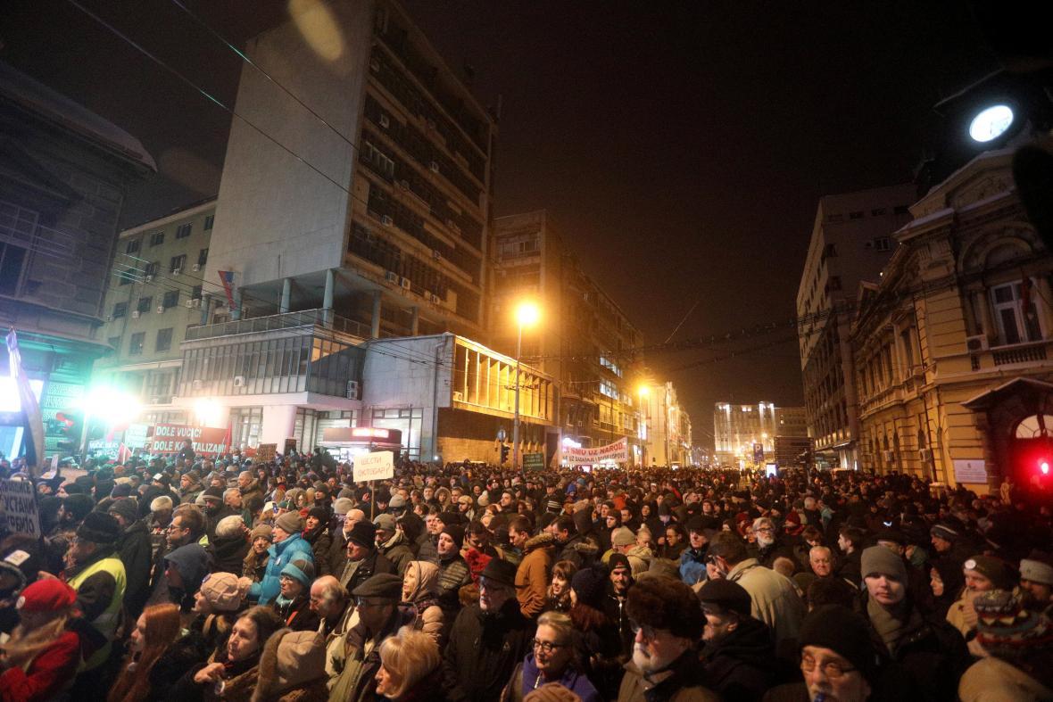 Srbové v ulicích protestovali proti prezidentovi Vučičovi