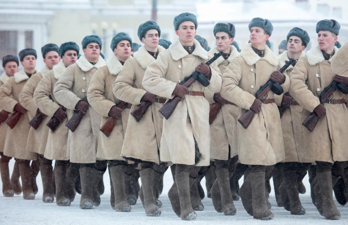 Vojenská přehlídka k 75. výročí konce blokády Leningradu