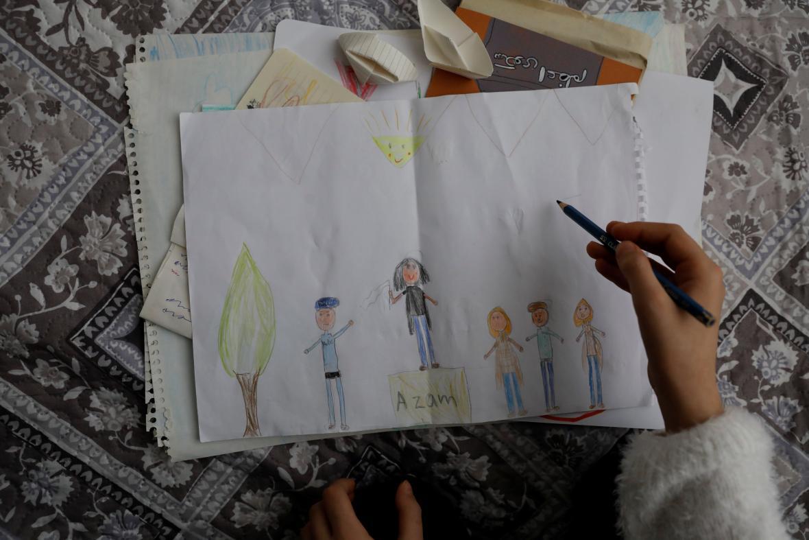 Viana kreslí gesto své matky