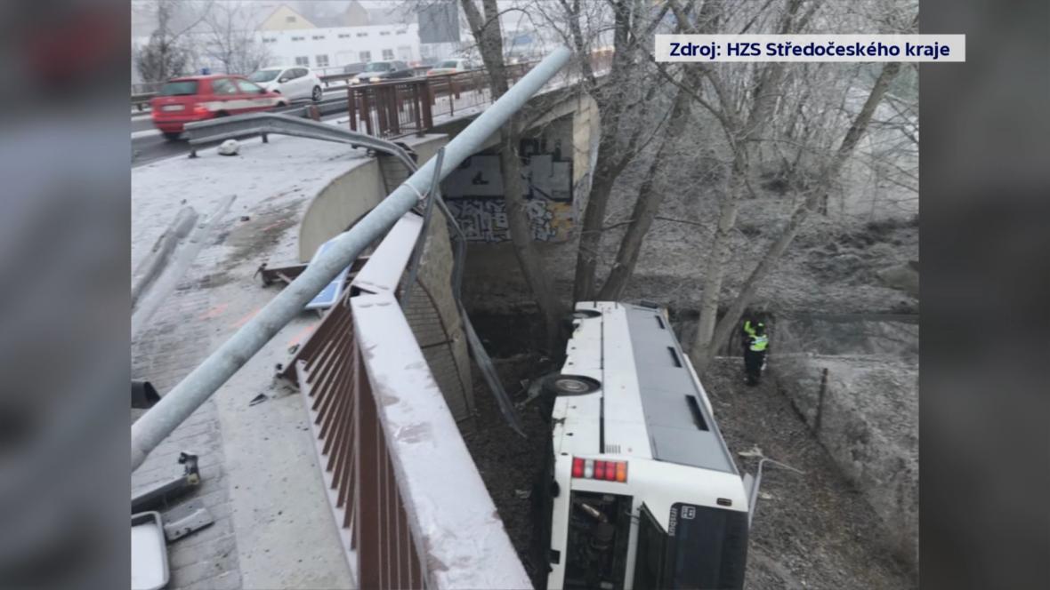 Nehoda autobusu v Mělníku