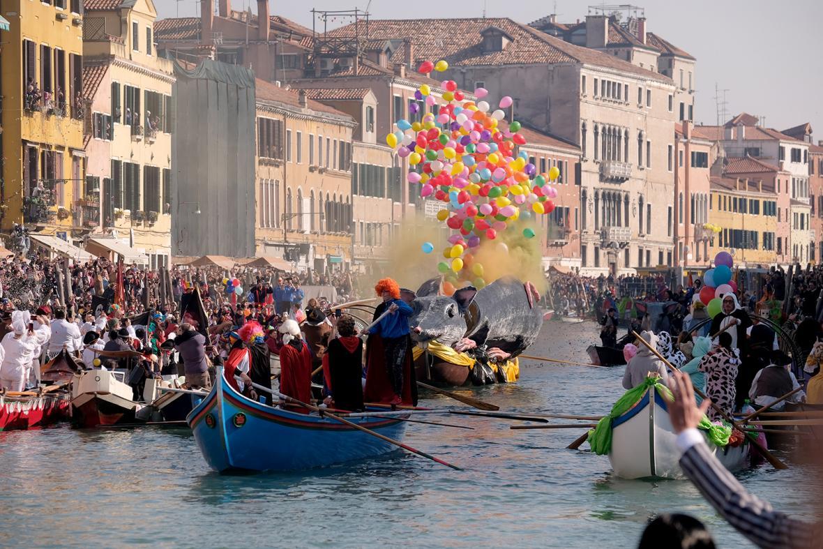 Karnevaly v Nice a Benátkách