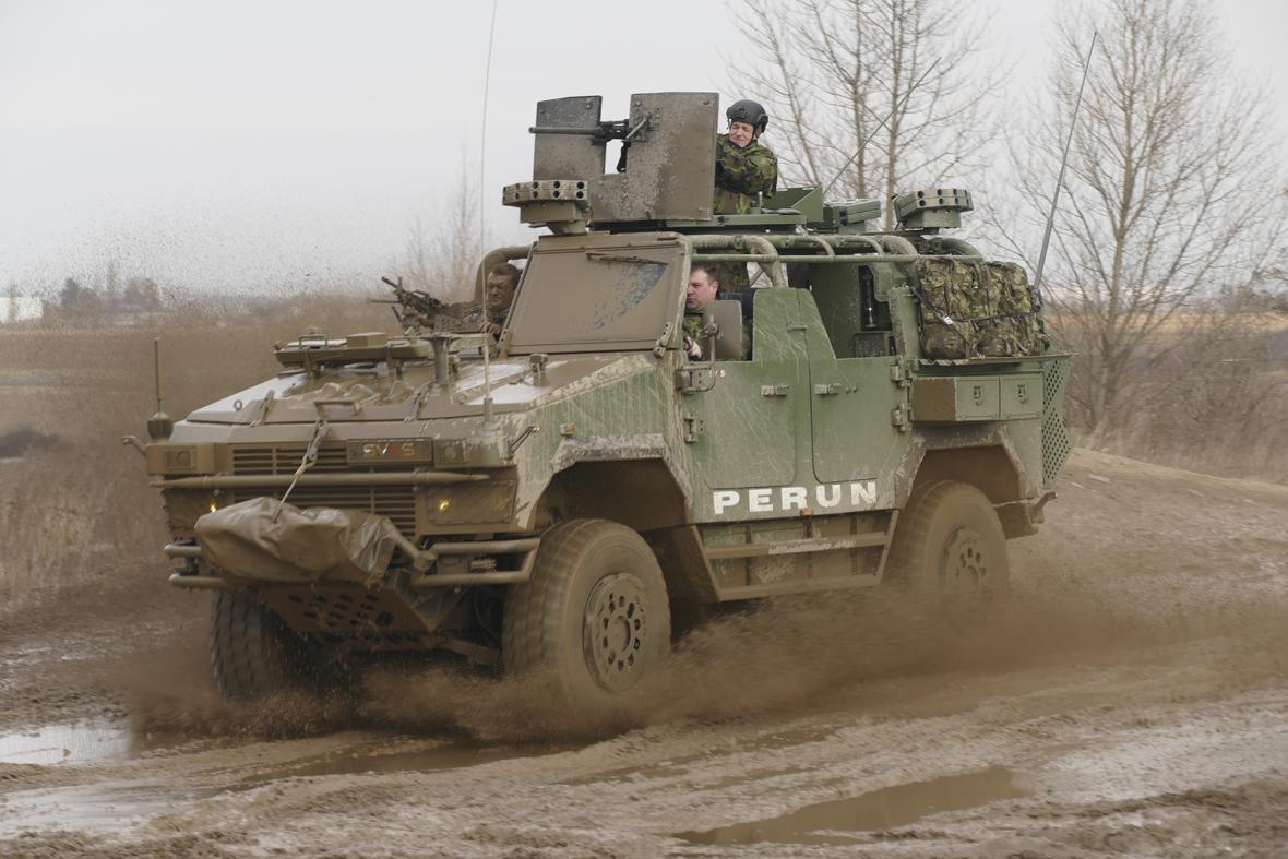 Inovované speciální vozidlo Perun 4x4 pro speciální jednotku Armády ČR s ukázkou schopností v těžkém terénu bylo novinářům představeno 20. února 2019 v Praze - Horních Počernicích.