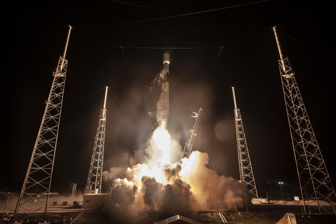Start Falconu SpaceX 22. února 2019